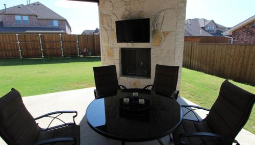 Outdoor-Patio-TV-Carrollton